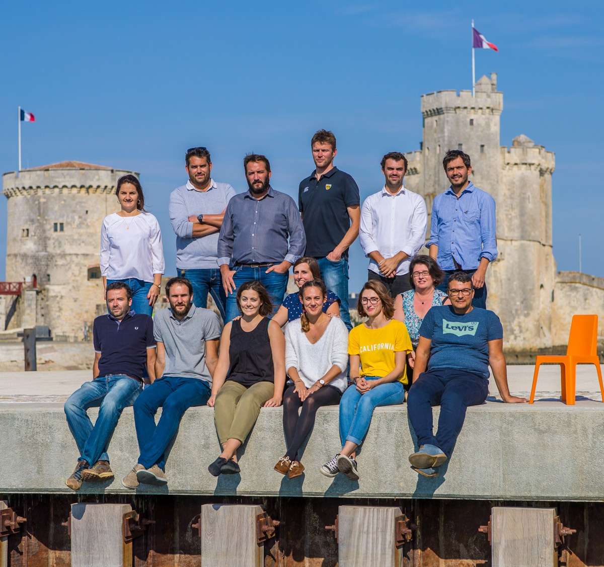 L'équipe de A2i-Infra devant les tours de La Rochelle
